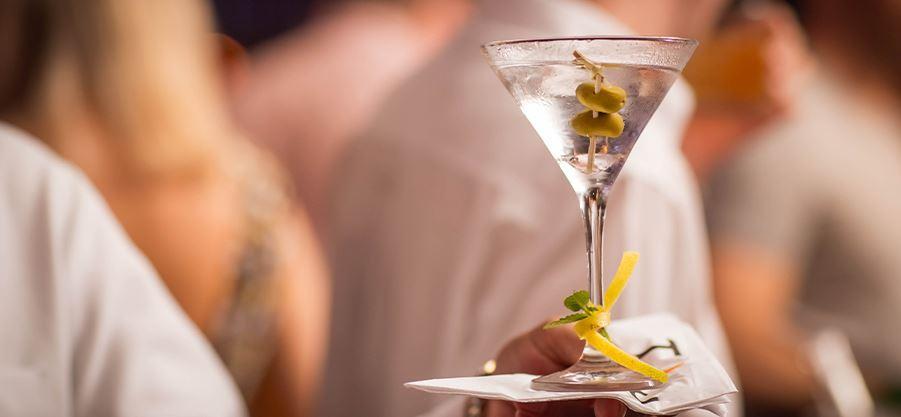 dry martini drink